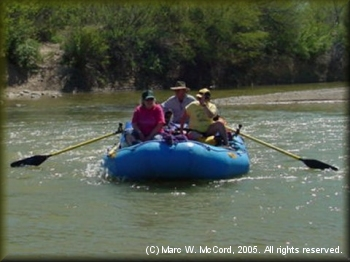 Jack Deatherage rowing Bonnie Haskins and Yolanda Deatherage in Boquillas Canyon