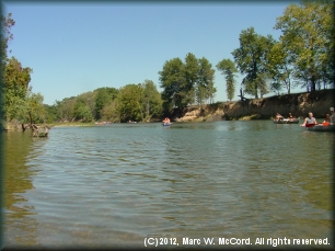 Canoeing the scenic Illinois River on a hot day